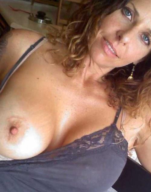 Rijpe mama met lekker tieten zoekt geile man voor hete sexdating